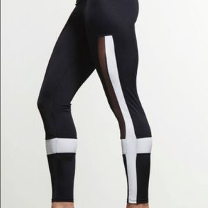 Onzie Legging in black/white/mesh